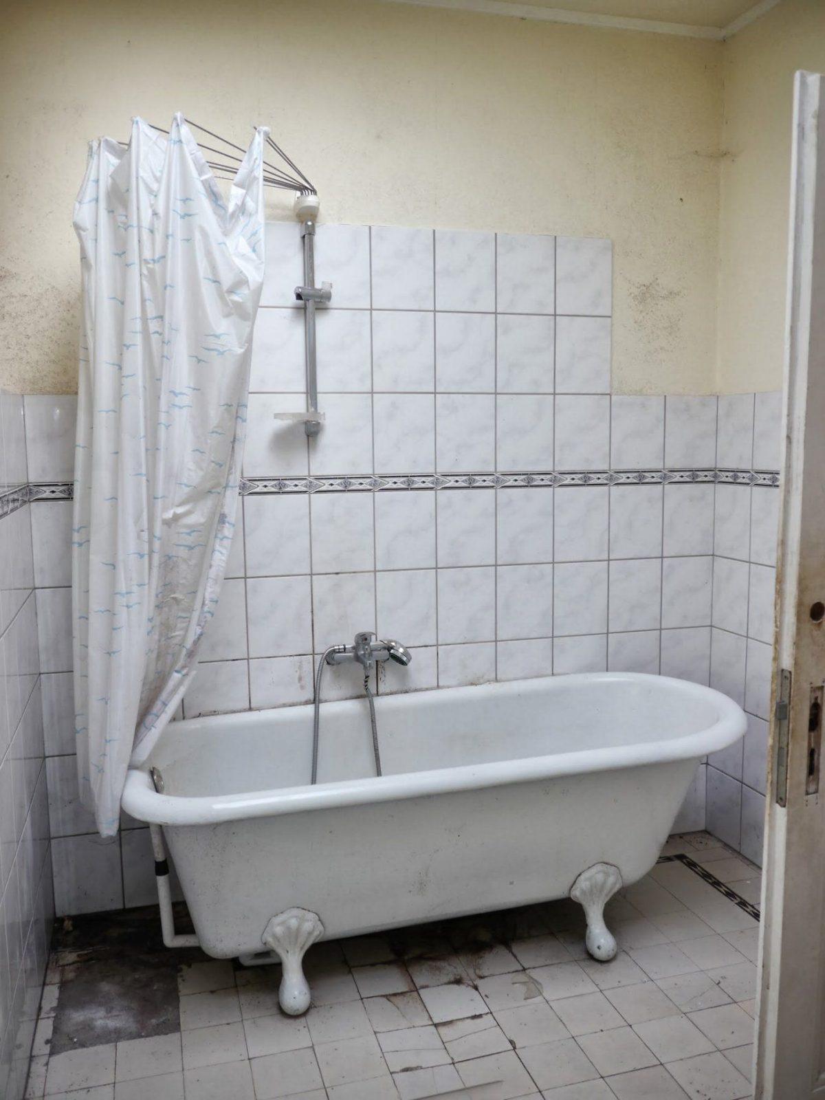 21 Sensationell Wand Über Duschvorhang Badewanne  Beste Sammlung von Duschvorhang Halterung Für Badewanne Photo