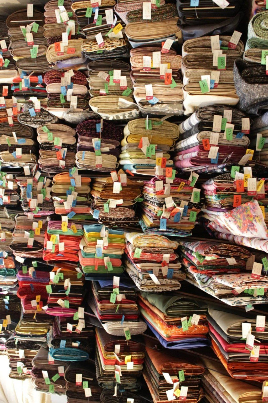 Auf Stoffjagd In Warschau – Ein Kleiner Guide Durch Ausgewählte von Stoffe Kaufen In Polen Photo