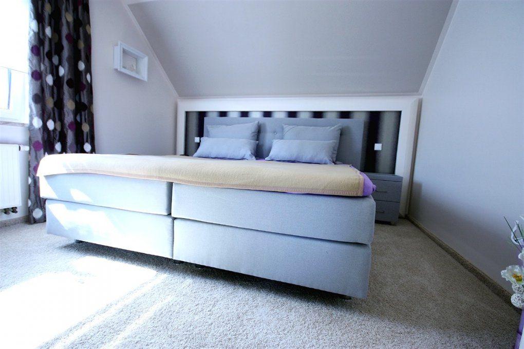 tapeten schlafzimmer mit schr ge haus design ideen. Black Bedroom Furniture Sets. Home Design Ideas