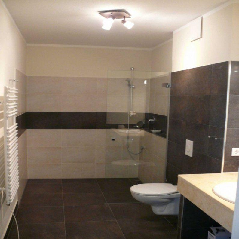 Badezimmer  Badezimmer Mit Badewanne Und Dusche Waschbecken Kleines von Kleines Bad Einrichten Ideen Bild