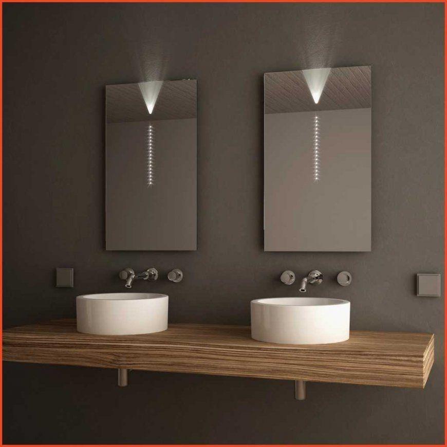 Badspiegel Beleuchtung Steckdose Good Badezimmerspiegel Mit von Badspiegel Mit Beleuchtung Und Steckdose Bild
