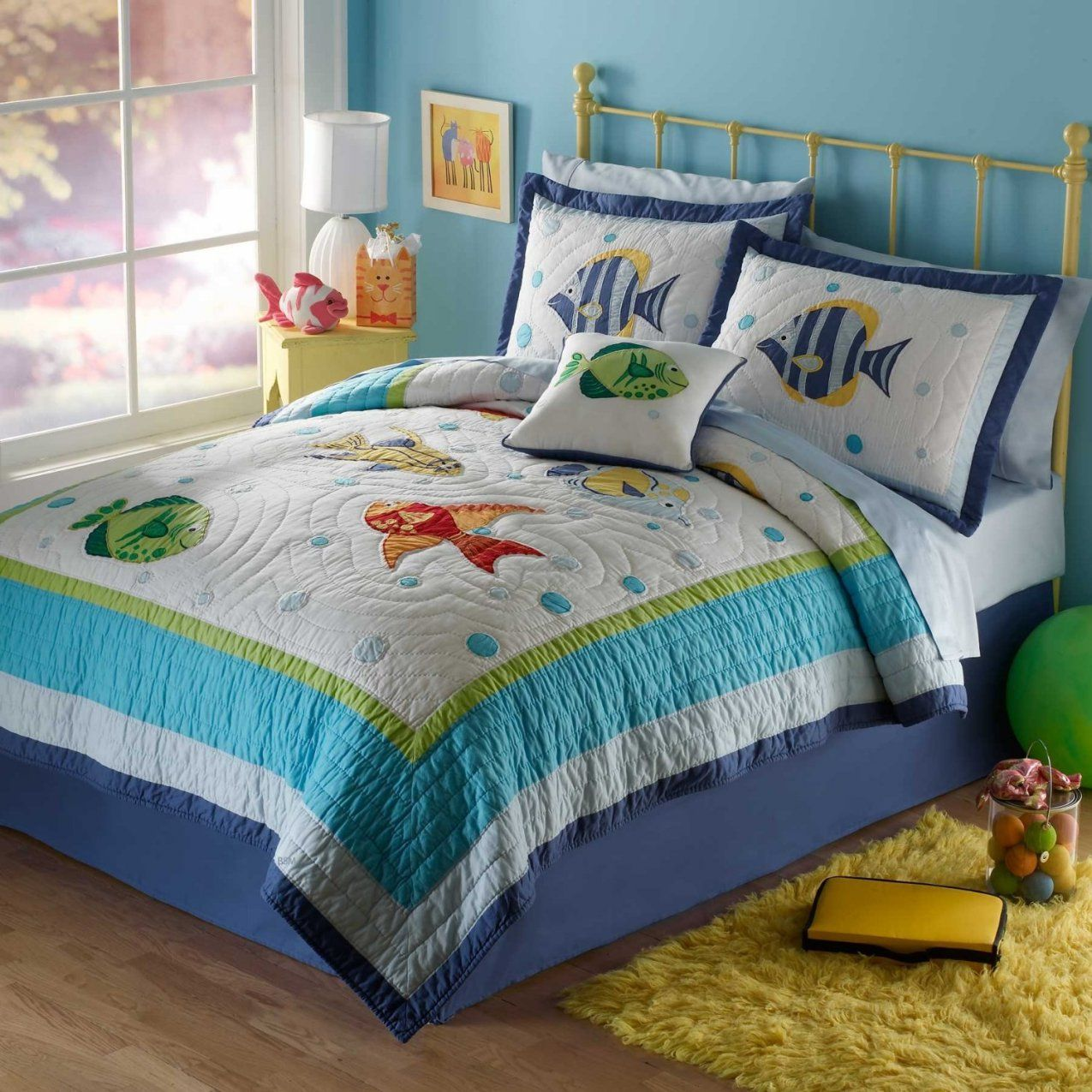 Bedroom  Interior Gold Polished Steel Leirvik Bed Using Assorted von Beach Themed Bedding For Adults Bild