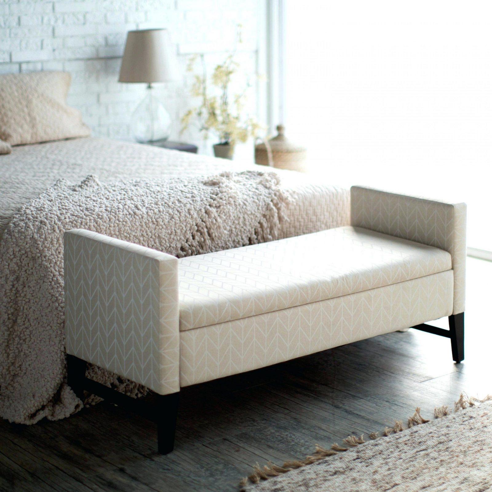 Bett Sitzbank   Keanu von Sitzbank Vor Dem Bett Bild