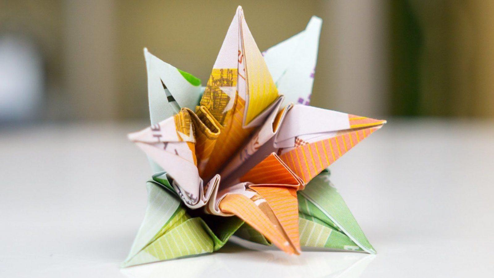 Blume Geldscheine Falten Anleitung Zum Selbermachen  Deko & Feiern von Blumen Falten Aus Geld Bild