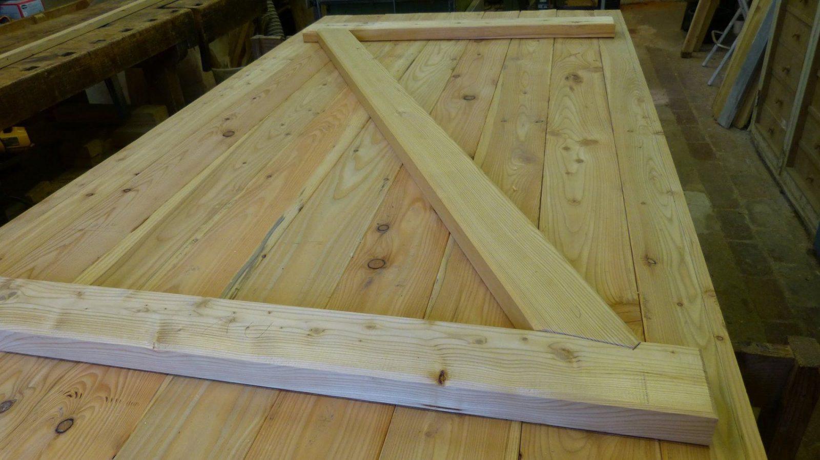 Brettertüre Mit Versatz Selber Herstellen Building A Batten Wood von Garagentor Holz Selber Bauen Bild