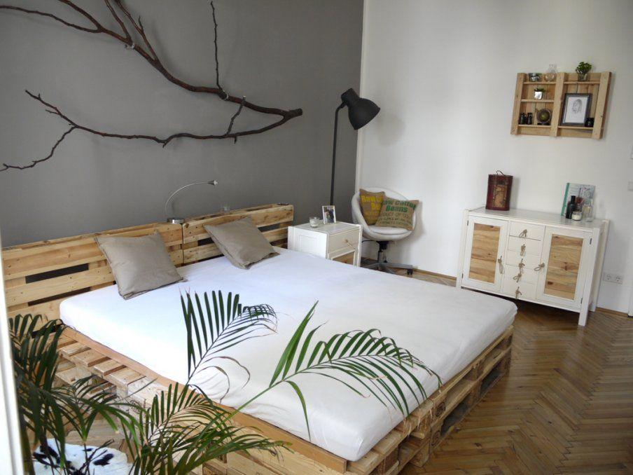 das diy schlafzimmer in wien fashion magazin couch und wien von bett aus paletten bauen 180x200. Black Bedroom Furniture Sets. Home Design Ideas