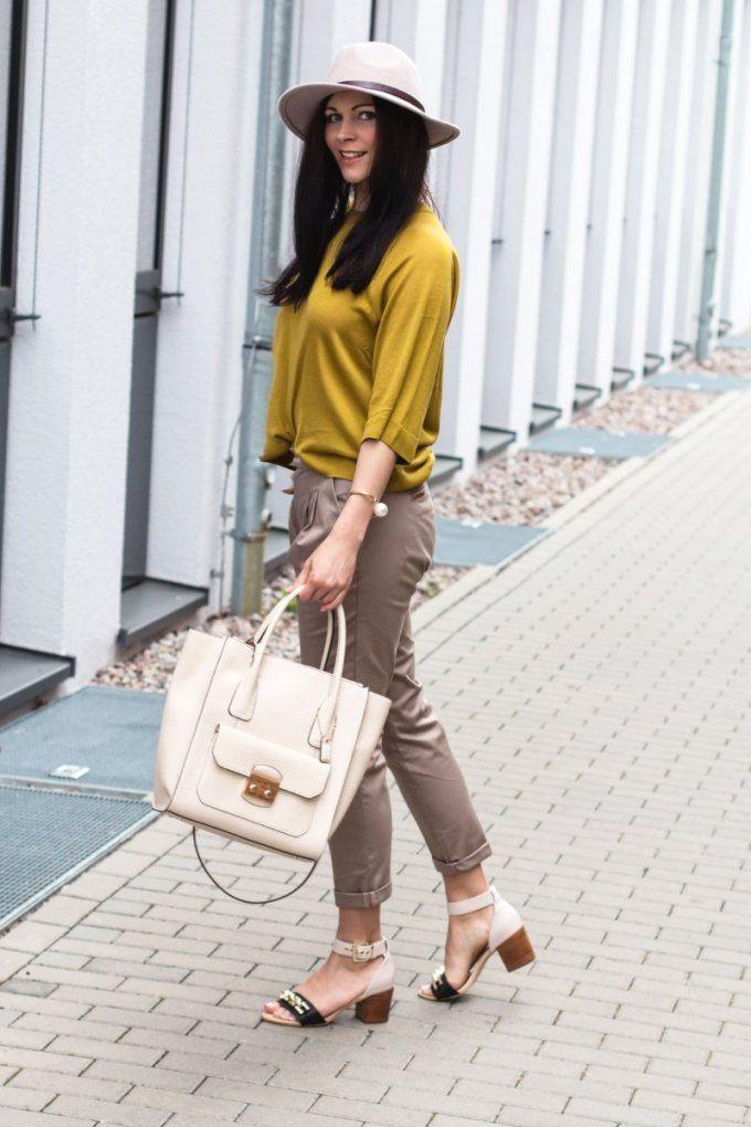 Die Perfekte Zigarettenhose In Beige  Imwearingri von Welche Farbe Passt Zu Beige Kleidung Bild