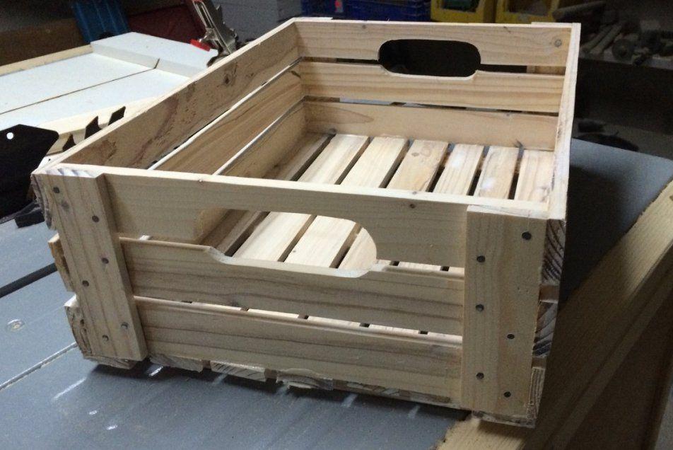 Eine Einfache Holzkiste Bauen  Palettenholz Anleitung von Holztruhe Selber Bauen Anleitung Bild
