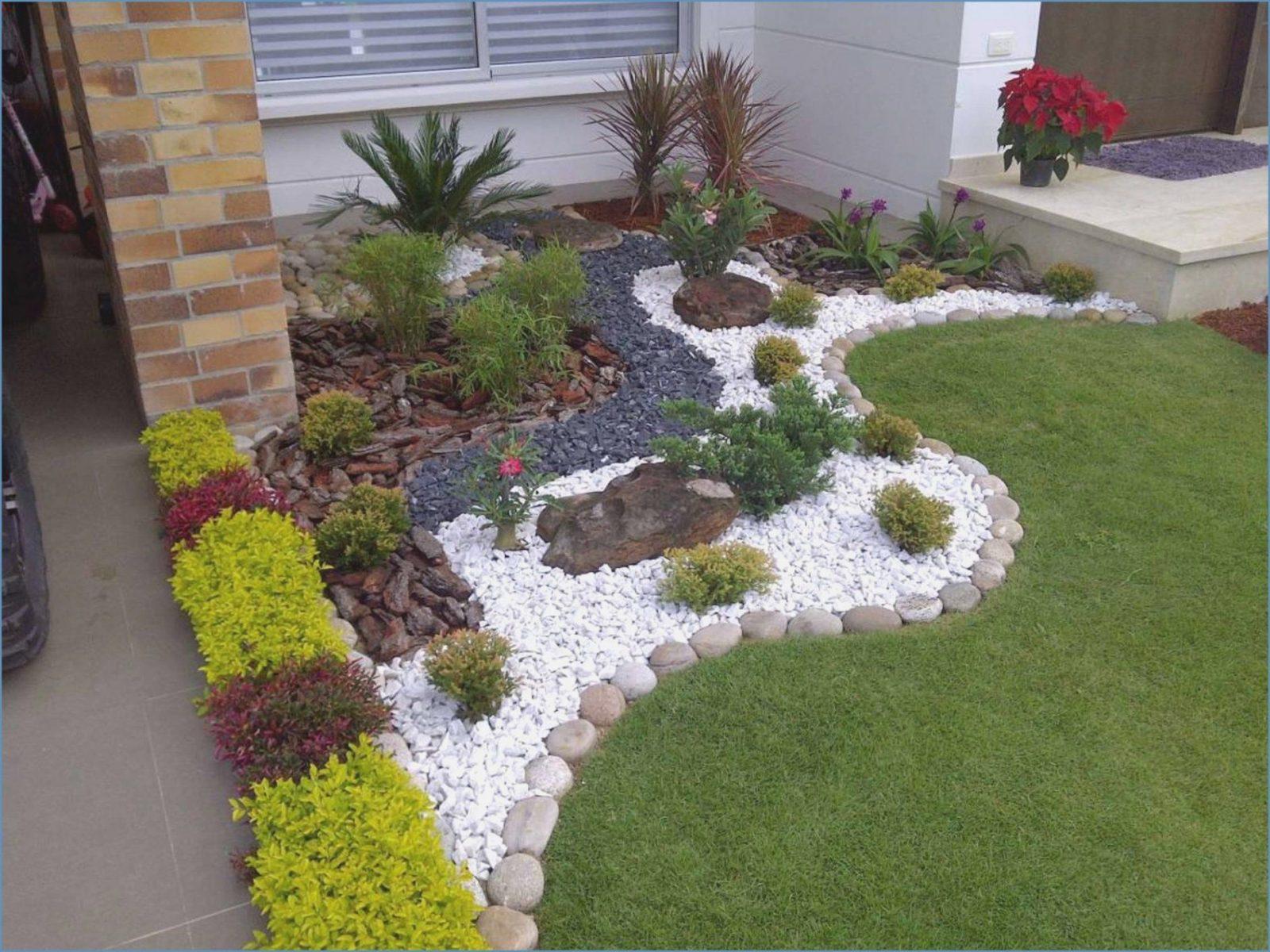 Elegant Gartengestaltung Mit Steinen Und Rindenmulch Am Hang Actof