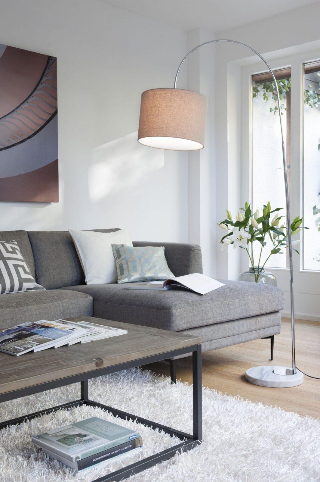 Elegant Zurückhaltend Relaxen Auf Italienisch Geht So Graues von Dunkelgraues Sofa Welche Wandfarbe Bild