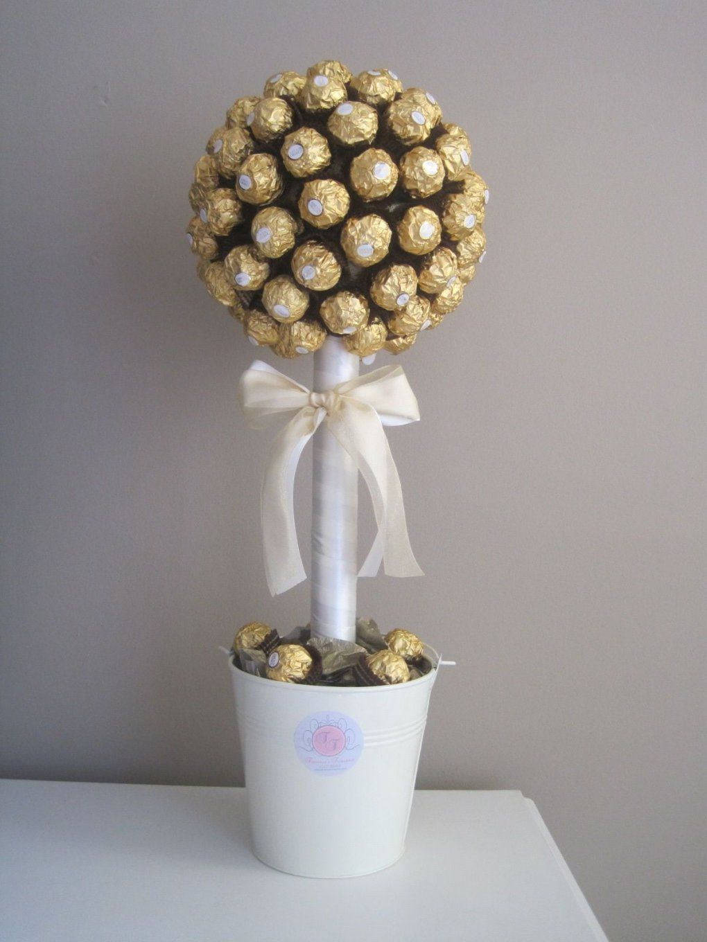 Ferrero Rocher Tree With Simple White Colors Would Be Good With von Ferrero Rocher Baum Anleitung Bild