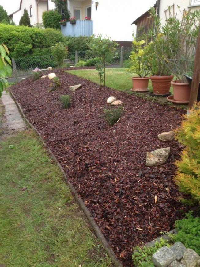 Gartengestaltung Mit Steinen Und Rindenmulch Am Hang Moderne von Gartengestaltung Mit Rindenmulch Und Steinen Bild