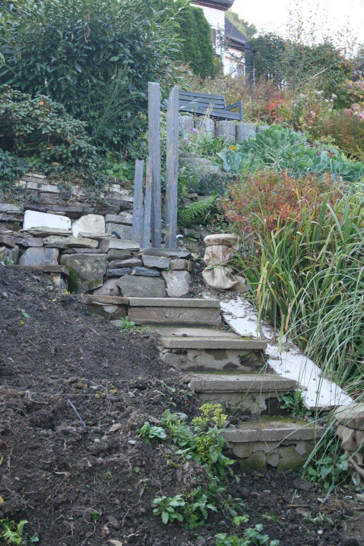 Gartenwahn In Schräglage Ein Teich Am Hang Entsteht  Schauspiel In von Treppe Am Hang Bauen Bild
