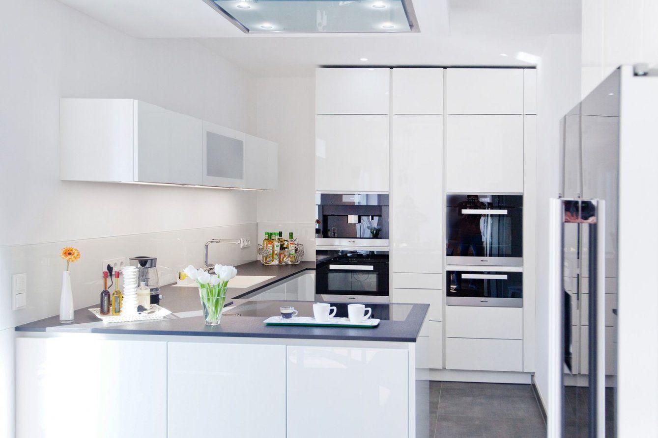 Hochglanz Weiße Design Küche Grifflos Mit Großer Kühl von Moderne Küche Hochglanz Weiss Photo