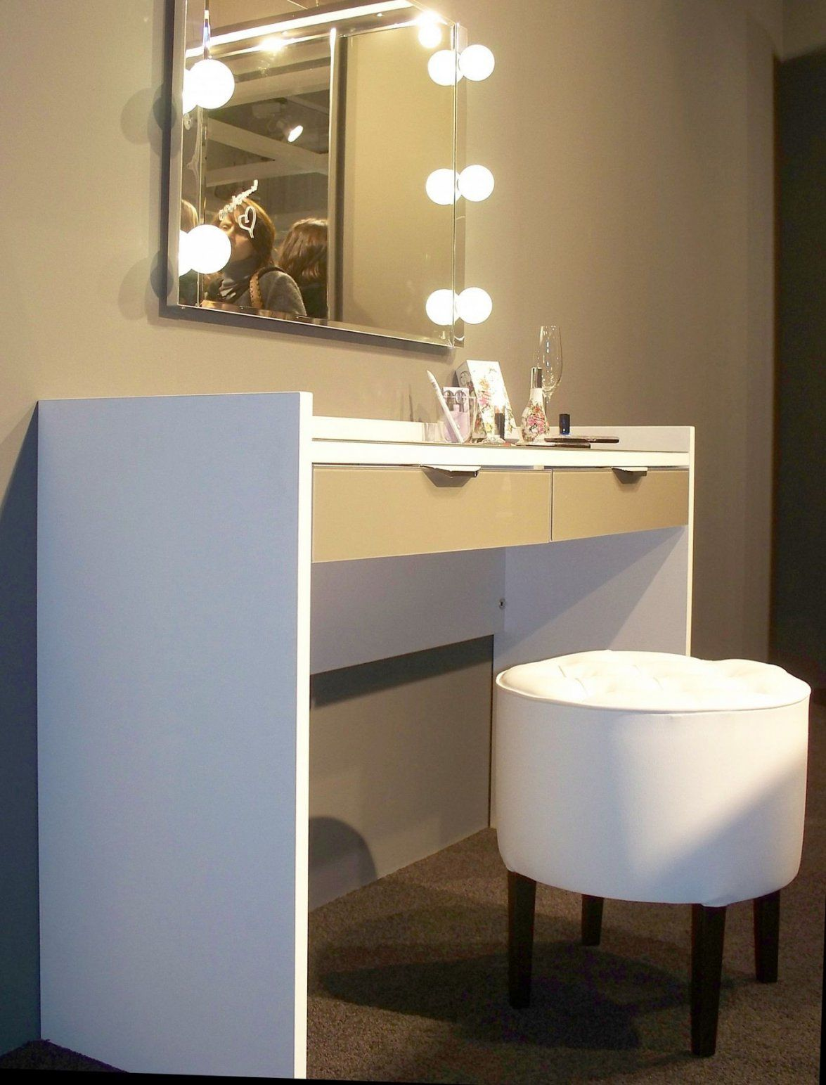 Ikea Schminktisch Mit Spiegel Bild Von Schminkspiegel Mit von Schminktisch Mit Spiegel Und Beleuchtung Ikea Photo