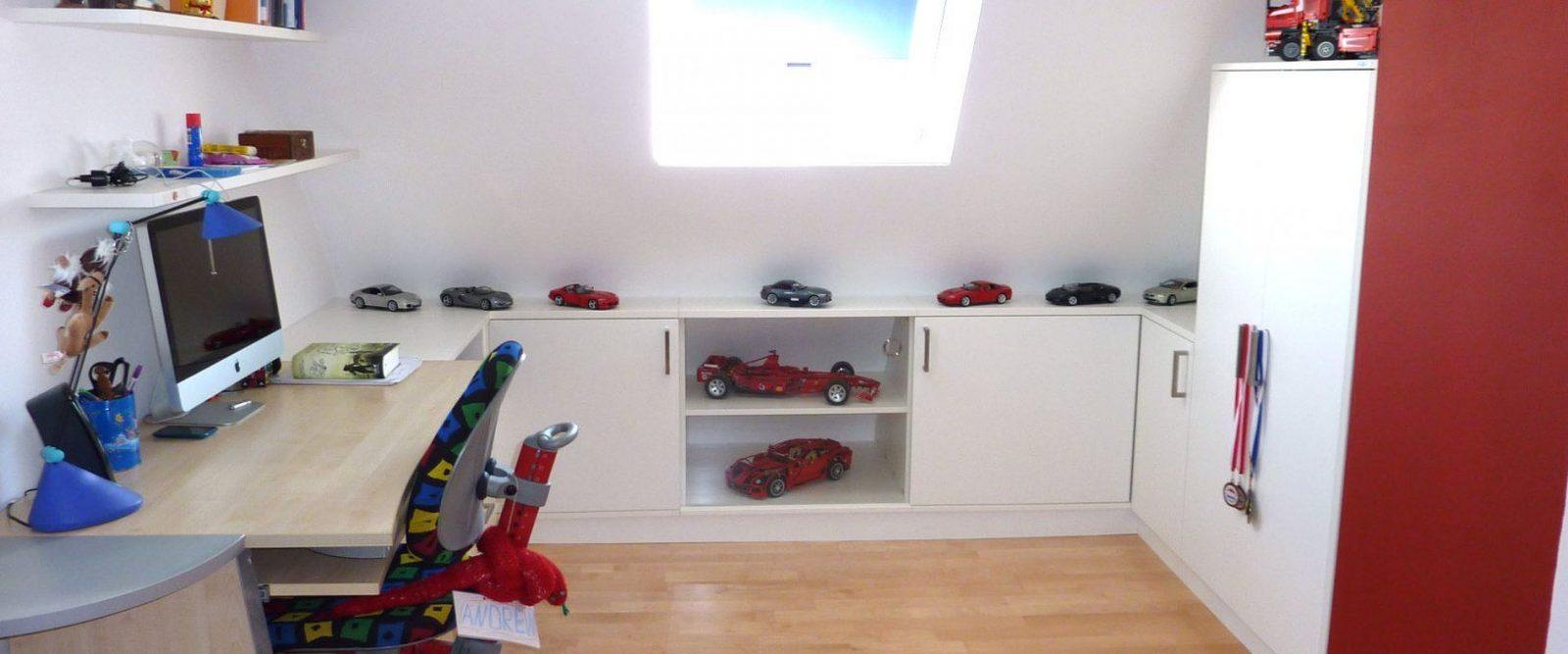 Jugendzimmer Dachschräge  Dachzimmer Einrichten von Kleines Kinderzimmer Mit Dachschräge Bild