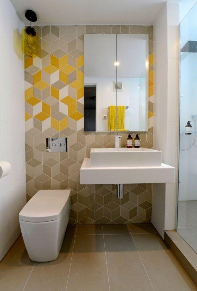 Kleinesbadezimmerbraunegelbeweissegeometrischefliesenaufsatz von Spiegelschrank Für Kleines Bad Bild