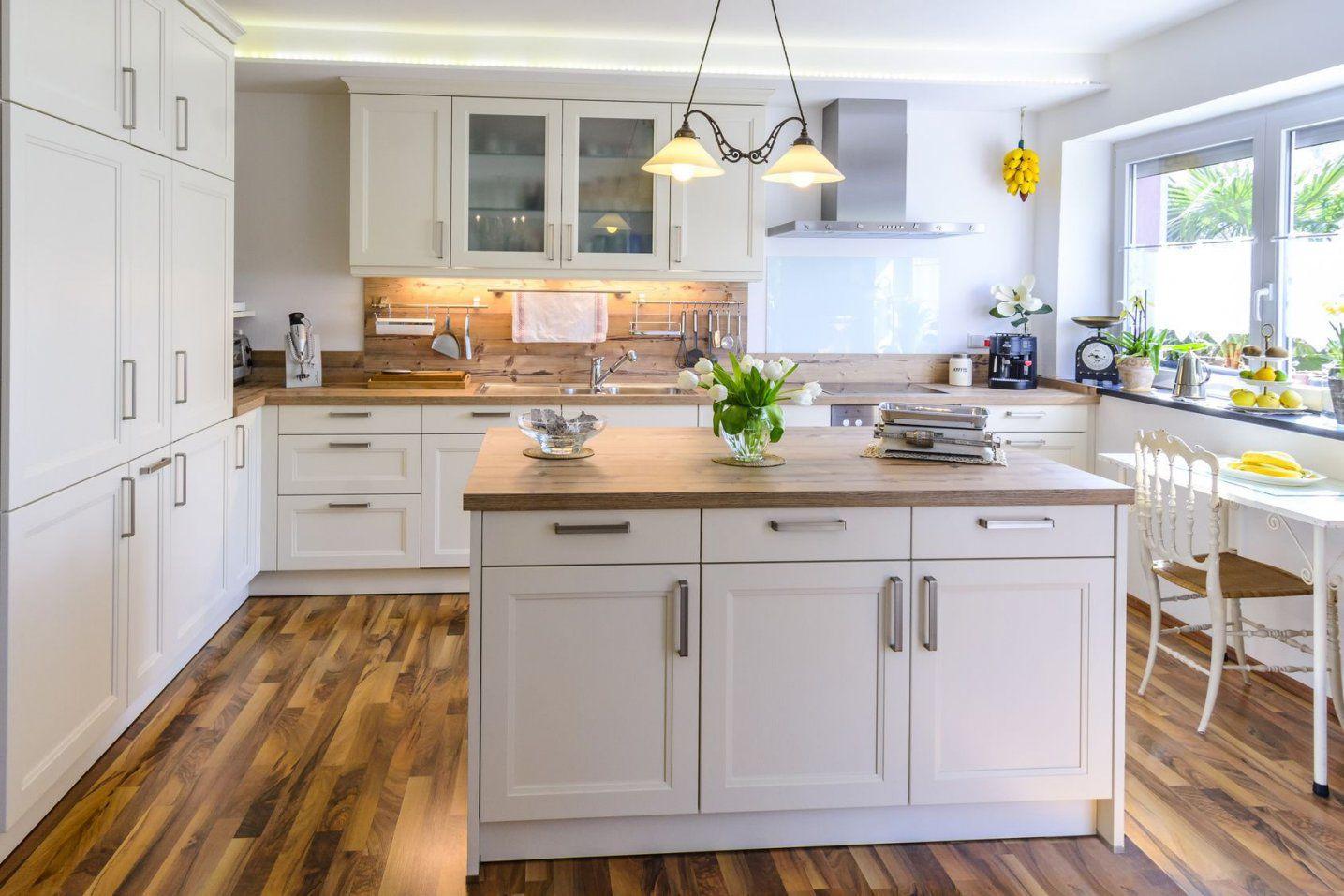Küche Landhausstil Modern Tagify Tagify Von Küche Im Landhausstil Gestalten  Bild