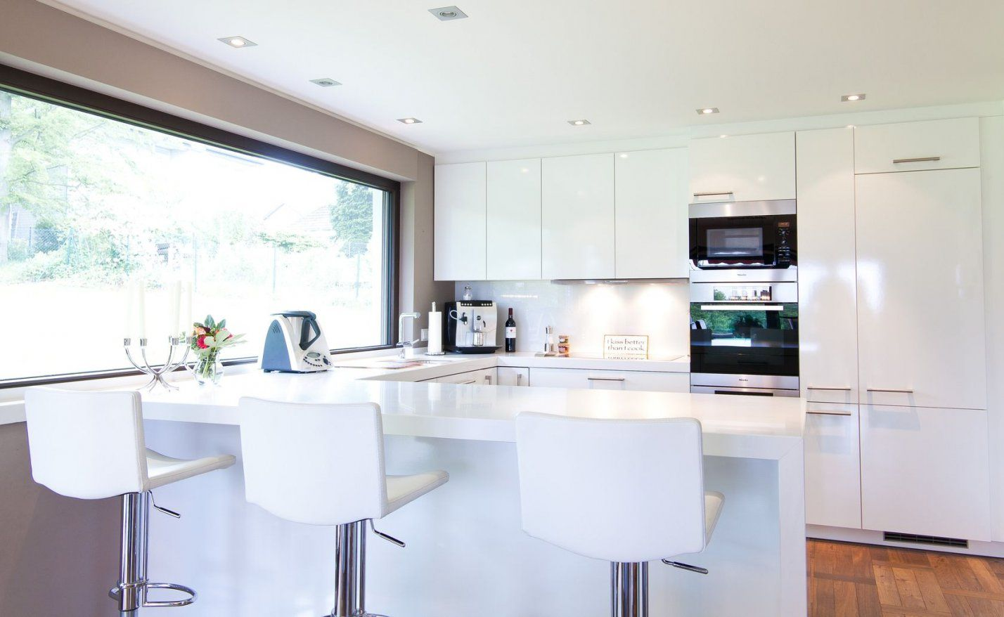 Moderne Küche Hochglanz Weiss Interessant On Modern Auf In Weiß Mit von Moderne Küche Hochglanz Weiss Bild