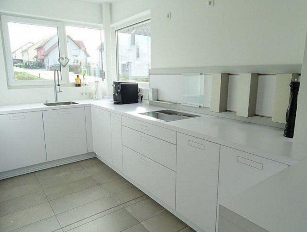 Moderne Küche Hochglanz Weiss Schön Weisse Kuche Arbeitsplatte Von Weiße  Küche Mit Weißer Arbeitsplatte Photo