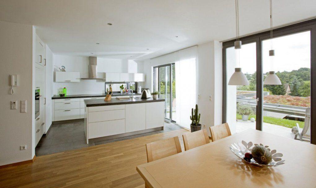 Offene Küche Modern Weiß Mit Kücheninsel Und Esstisch Holz von Ideen ...