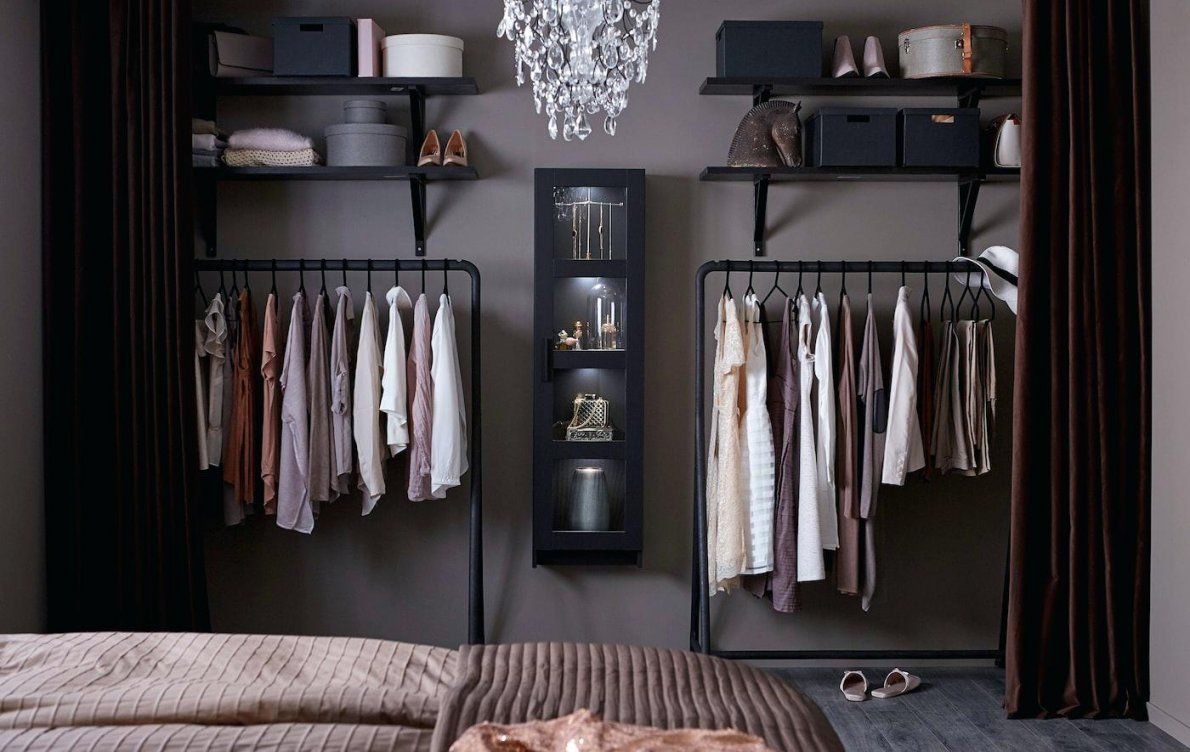 offener kleiderschrank mit vorhang haus design ideen. Black Bedroom Furniture Sets. Home Design Ideas