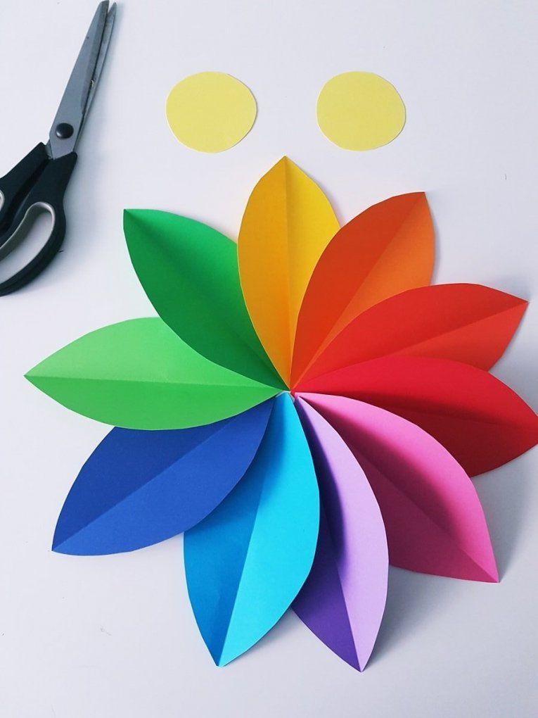 Papierblumen Basteln Einfache Anleitung Für Eine Blumen Wanddeko von Einfache Blumen Falten Anleitung Bild