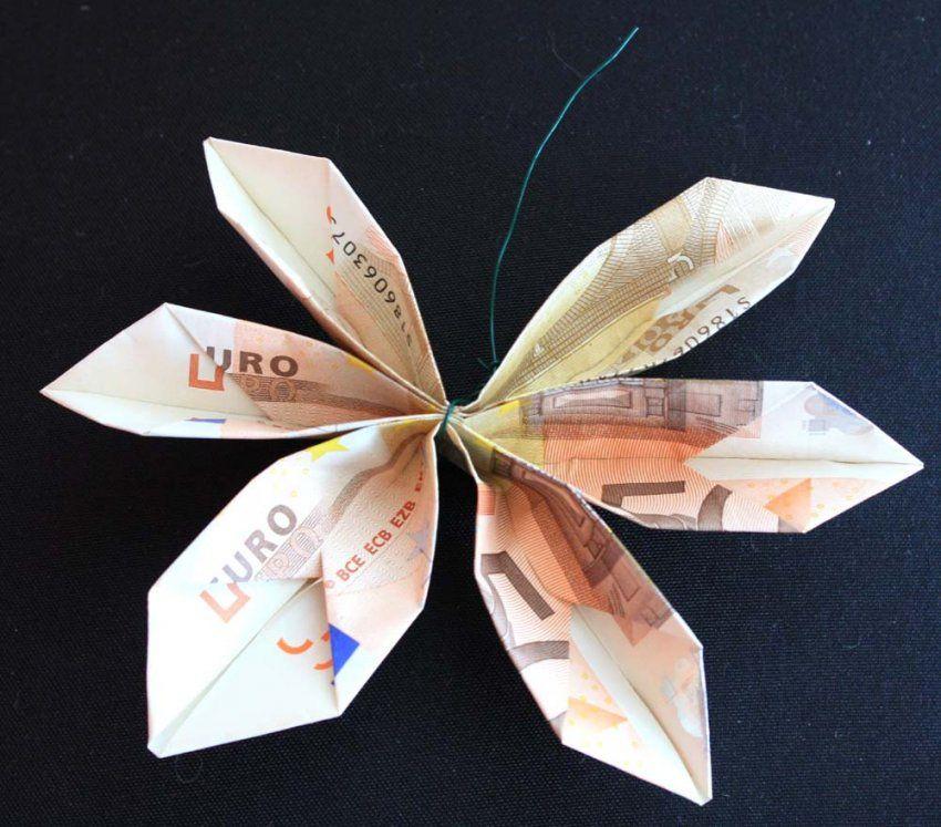 Perfekt Geld In Blumen Falten Blume Aus Einem Geldschein Origami Mit von Blumen Falten Aus Geld Bild