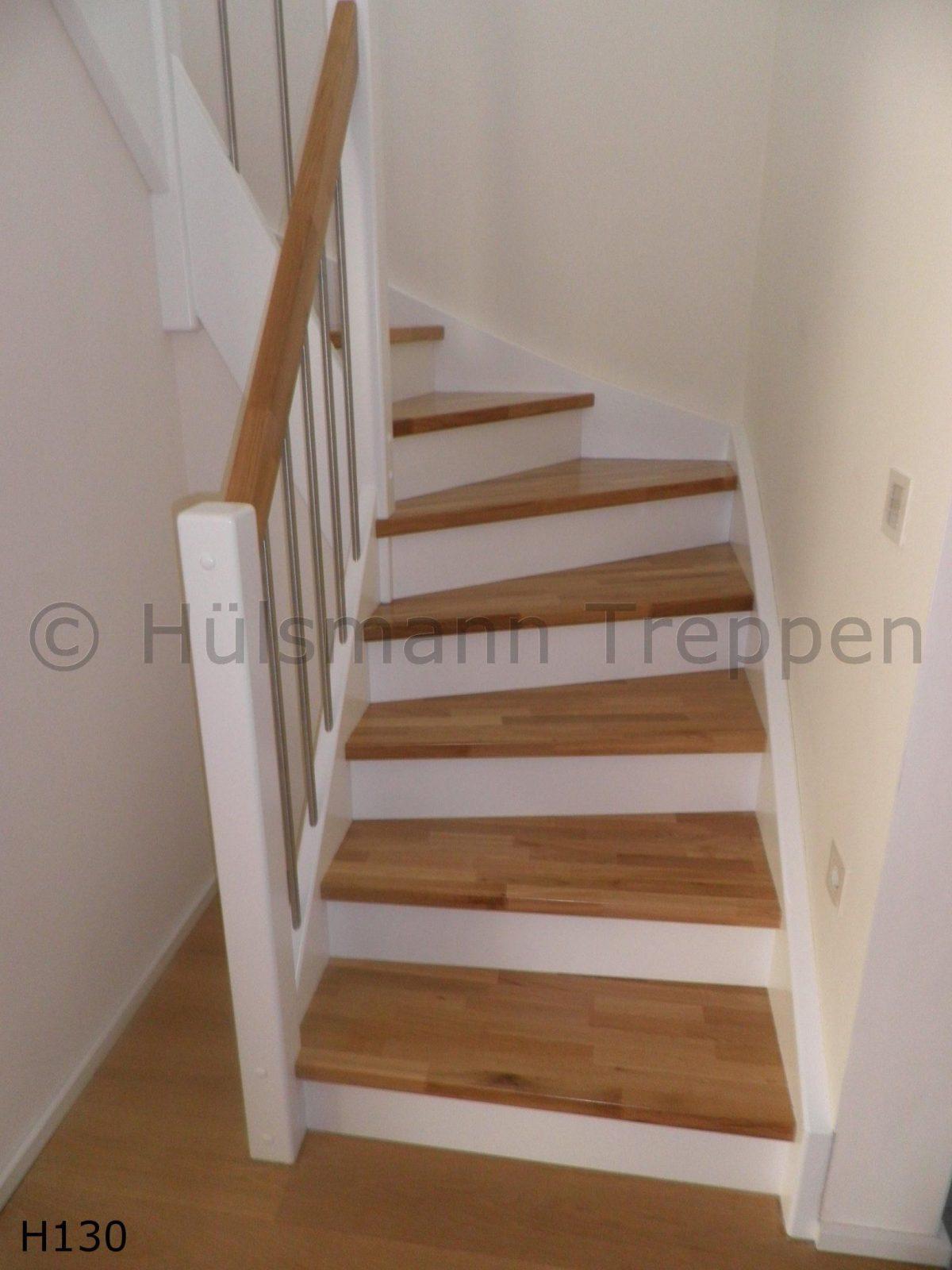 Pin Von Adéla Auf Zábradlí  Pinterest  Treppe Eingangsbereich von Holztreppe Streichen Ohne Abschleifen Photo