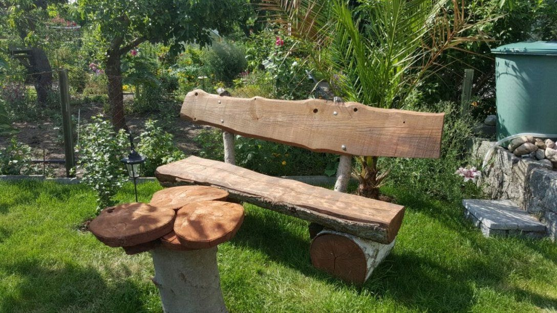 Rustikale Gartenbank Selbst Bauen Aus Holzstämmen Eiche Birke Und von Rustikale Gartenbank Selber Bauen Bild
