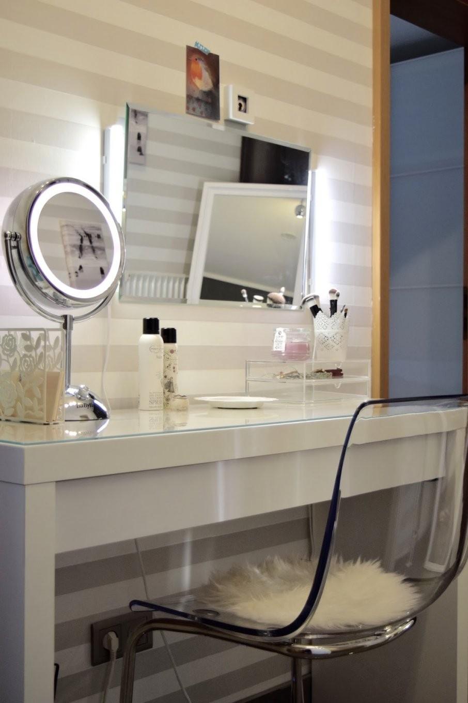 schminktisch mit licht spiegel mit beleuchtung ikea ikea. Black Bedroom Furniture Sets. Home Design Ideas
