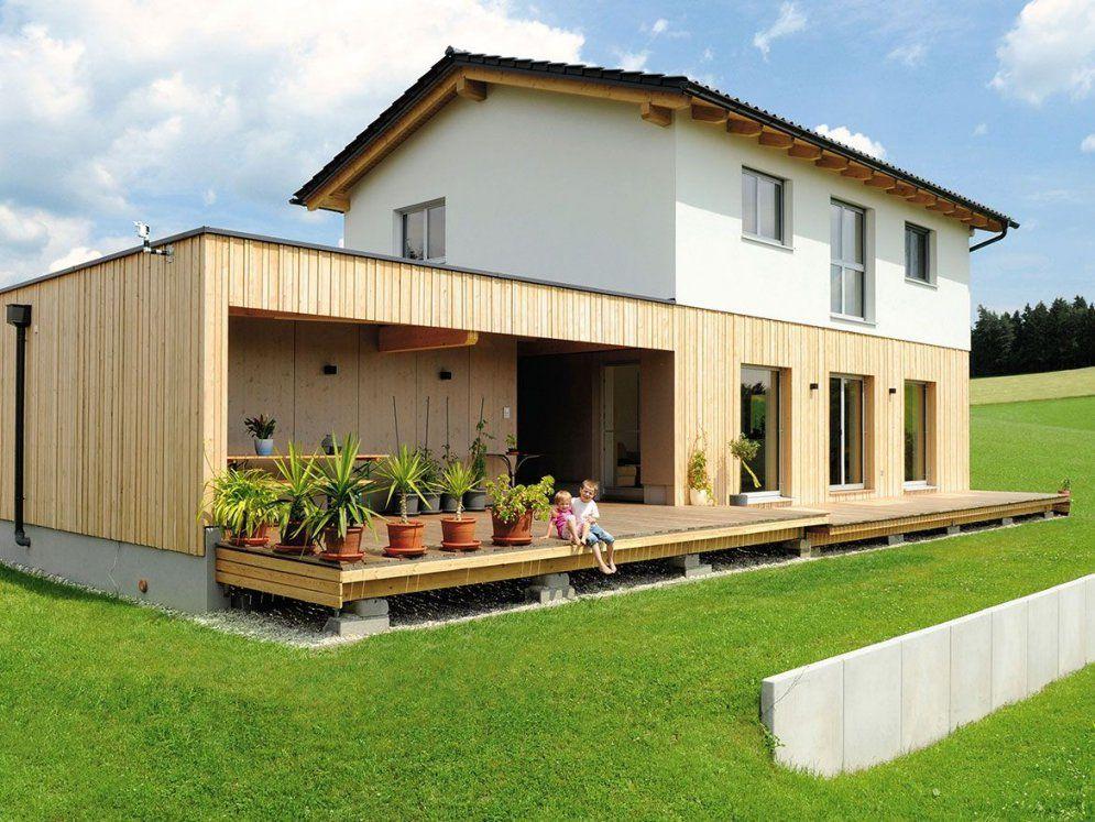 Schönes Mhaus Mit Holzfassade Carport Und Kellerersatzraum von Carport Am Haus Modern Photo