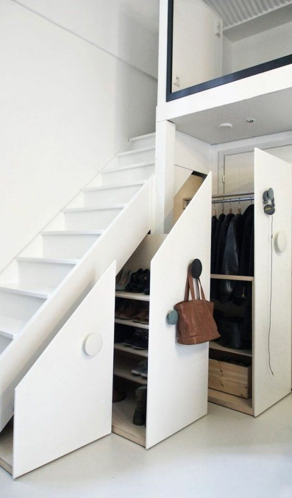 Schrank Unter Die Treppe Stellen Eine Tolle Idee  Archzine von Schrank Unter Der Treppe Bild