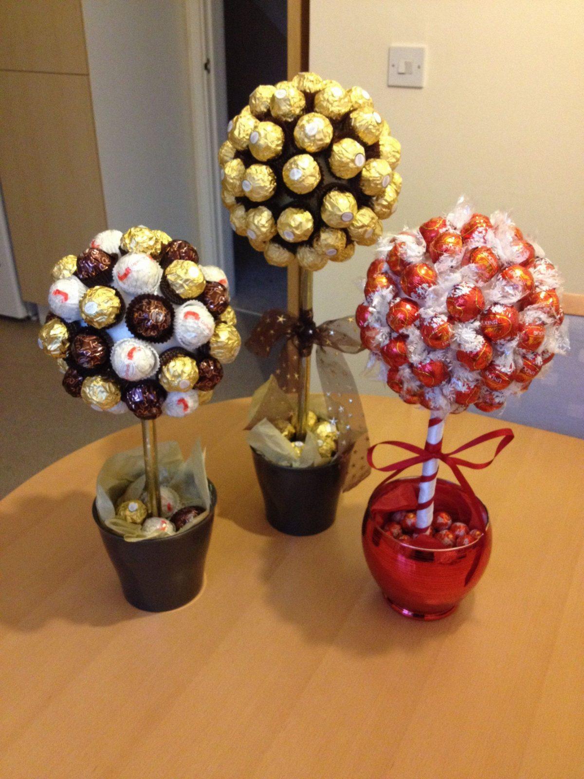 Süße Naschbäume Mit Ferrero Rocher And Lindor Schokolade  Geschenke von Ferrero Rocher Baum Anleitung Bild