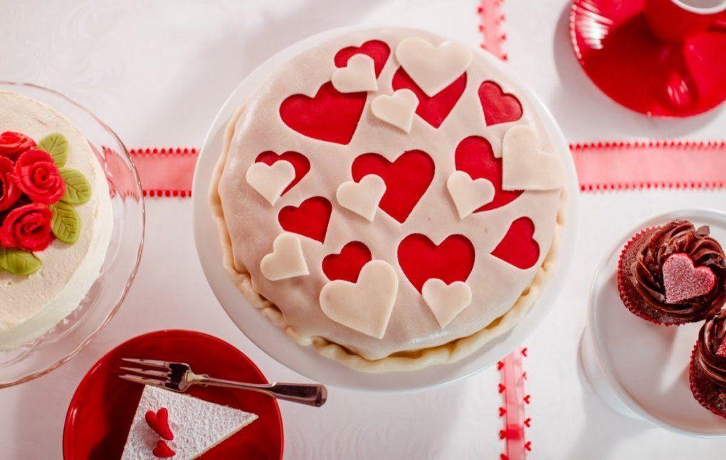 Tipp Dekorieren Mit Rotem Und Grünem Dekormarzipan Von Dr Oetker von Kuchen Dekoration Selber Machen Photo