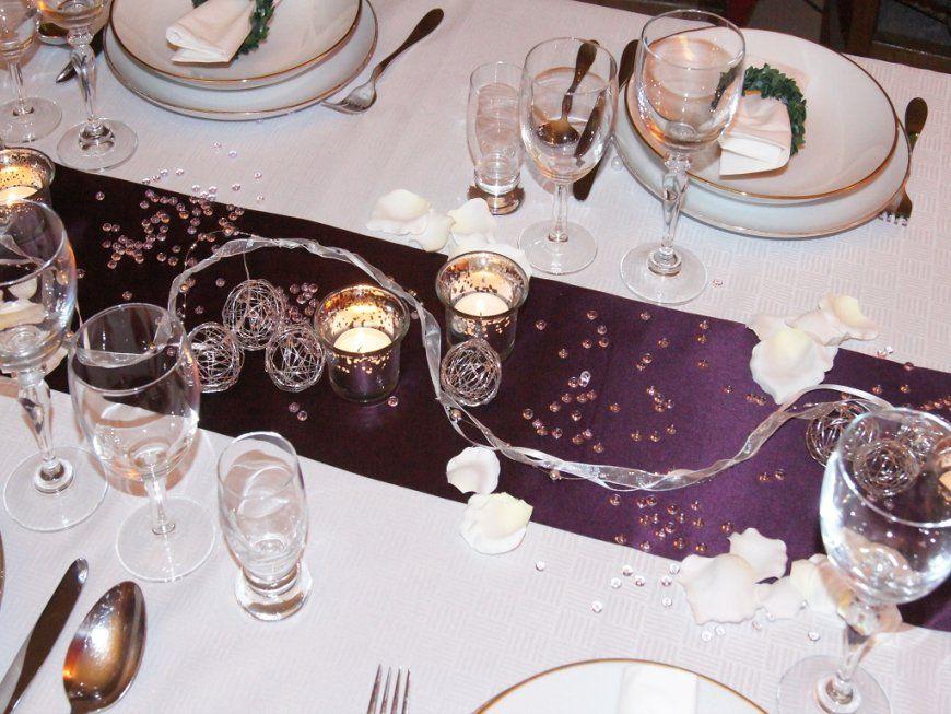 Tischdeko Hochzeit 20  Die Tischdekoration von Tischdeko Hochzeit Lila Weiß Bild