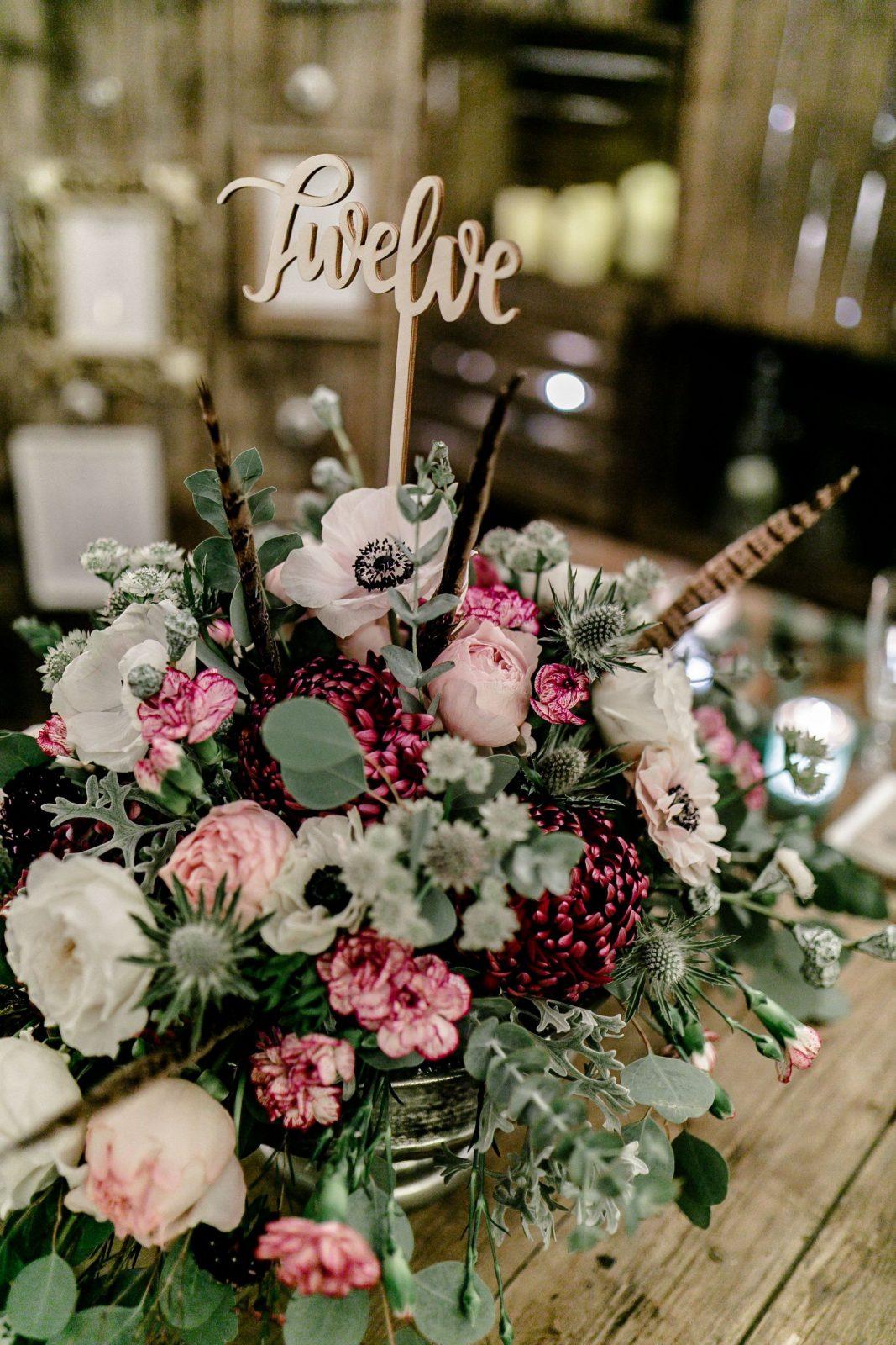 Tischnummer Aus Holz Und Blumen Von Deko Und Design In Weinsberg von Deko Und Design Weinsberg Bild