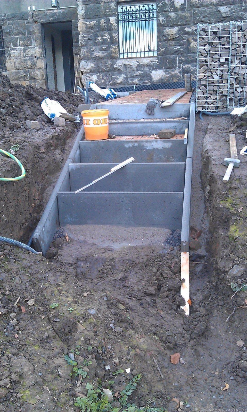 Treppe Selber Bauen Beton Eine Treppe Aus Stahlbeton Gartenbau Avec von Treppe Am Hang Bauen Bild