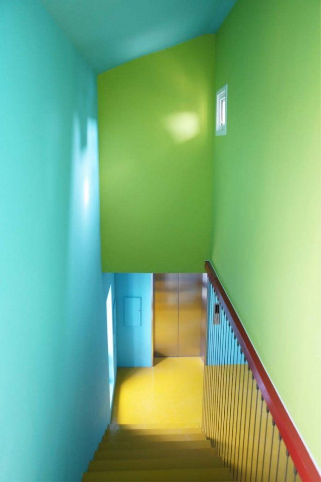 Treppenhaus Renovieren  63 Ideen Zum Neuen Streichen von Wand Grün Streichen Ideen Bild