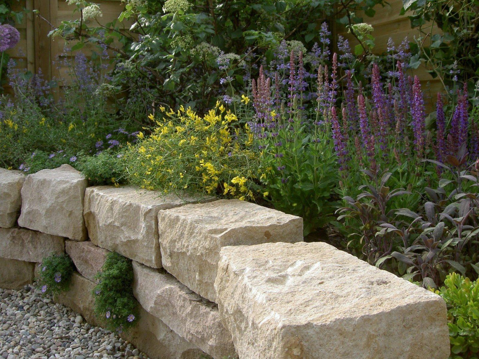 Trockenmauer Und Terrasse  Arbeiten Mit Naturstein  Natursteinwolf von Gartentreppe Selber Bauen Naturstein Bild