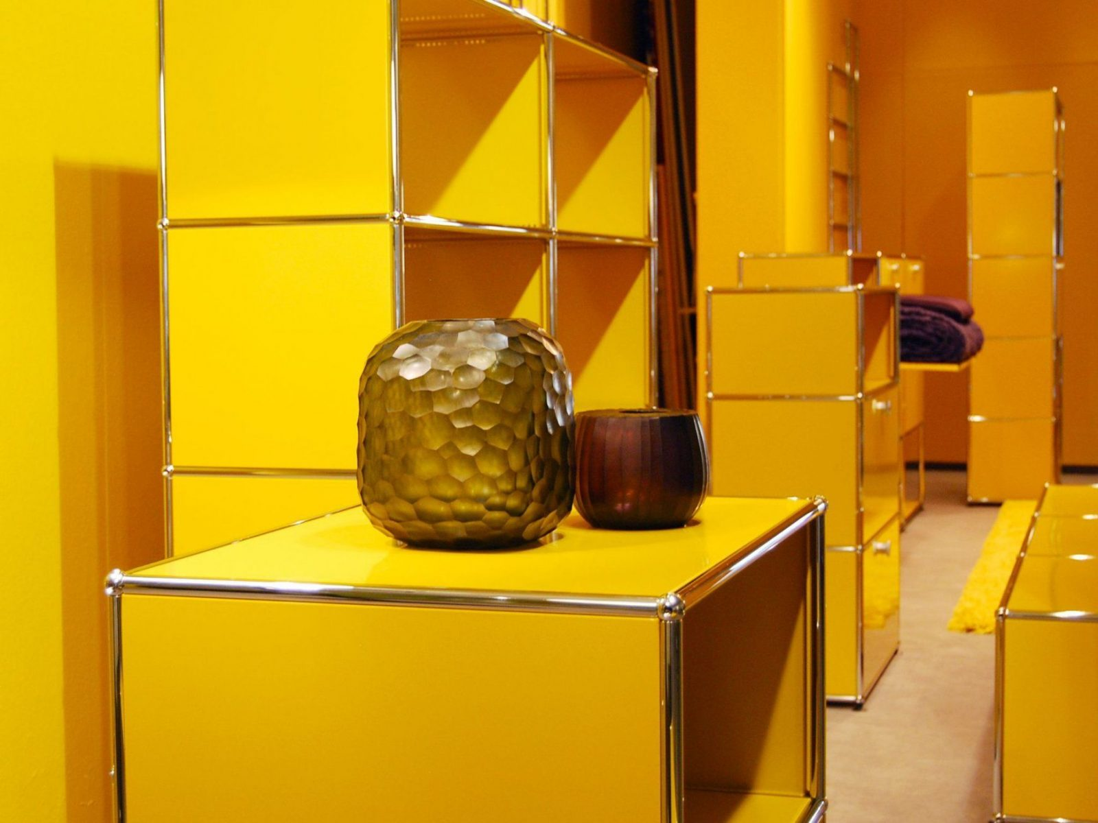Usm Haller Modular Furniture In Golden Yellow Exhibition At Böhmler von Böhmler Im Tal München Photo