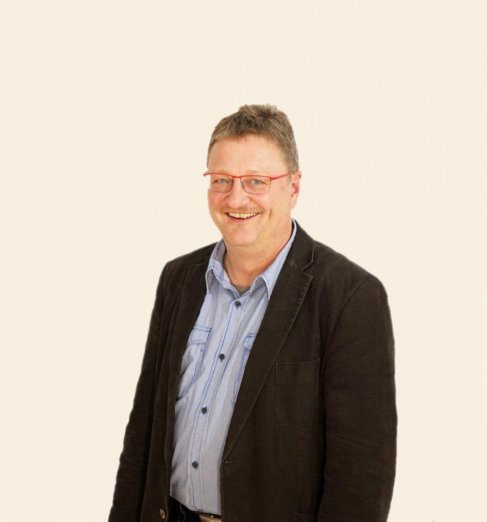 Uwe Lange  Ploß  Hochwertige Teak Und Geflechtmöbel von Ploß & Co Gmbh Photo