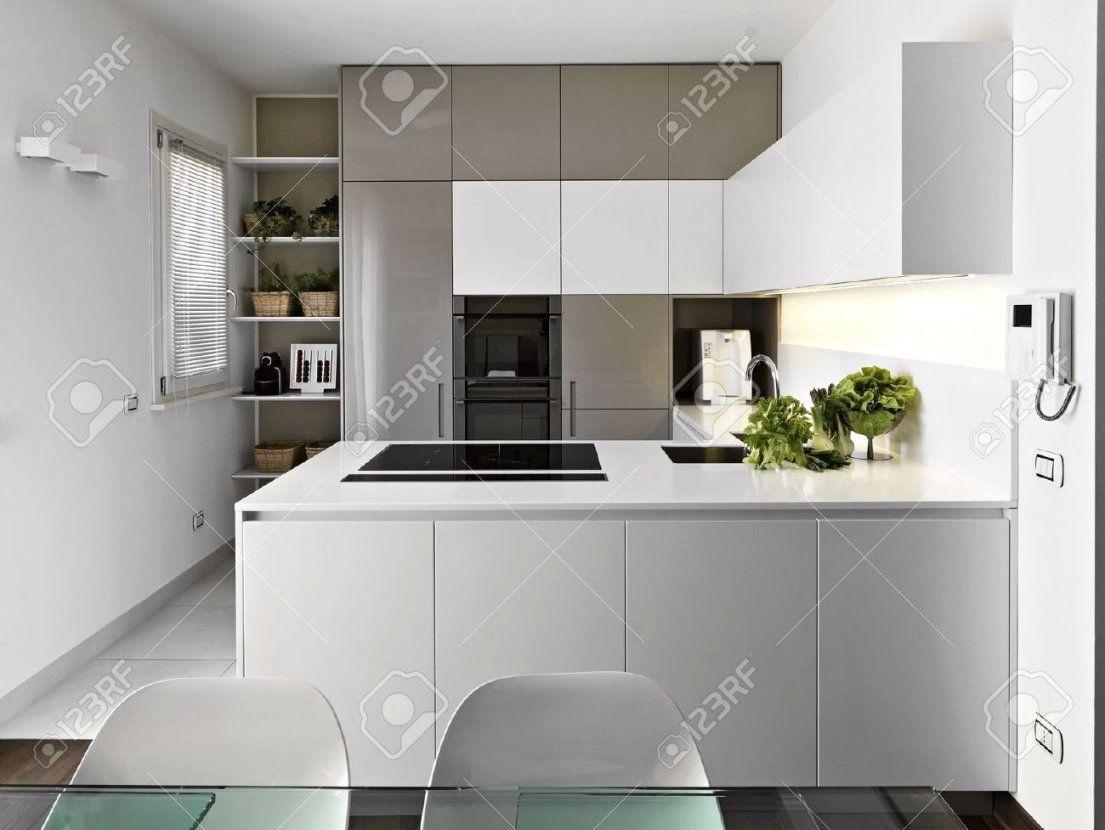 Weiße Arbeitsplatte Küche Weise Kuche Kuchenarbeitsplatte Betonoptik von Weiße Küche Mit Weißer Arbeitsplatte Photo