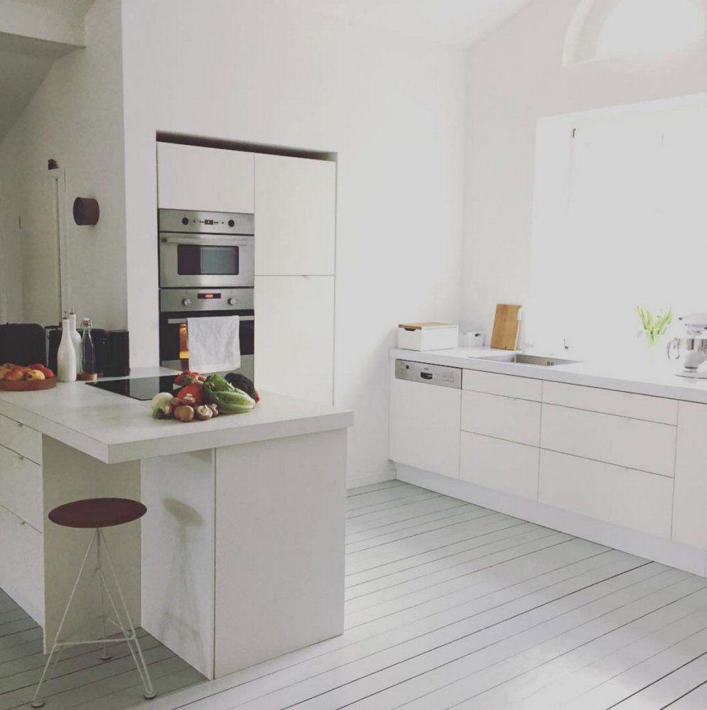Weiße Minimalistische Küchen  Tolle Fotos Und Inspirationen von Weiße Küche Mit Weißer Arbeitsplatte Bild
