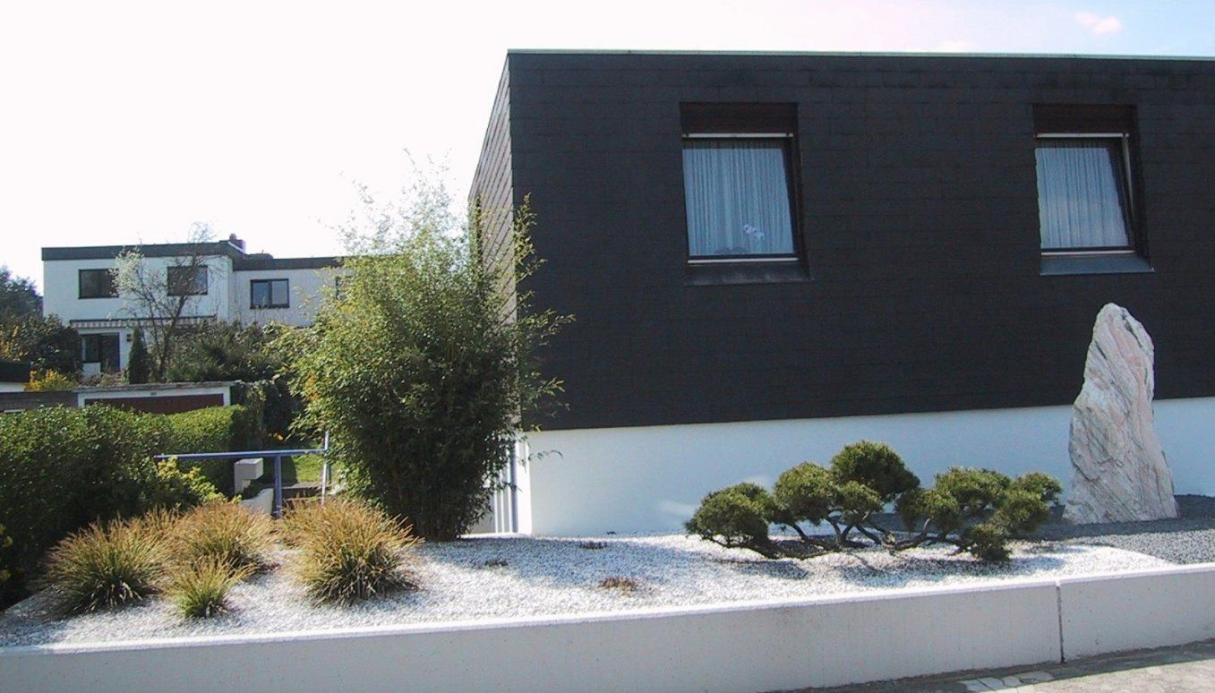 Weißer Splittkies Im Vorgarten; Was Bleibt Länger Weiß  Hausgarten von Gartengestaltung Mit Kies Und Splitt Bild