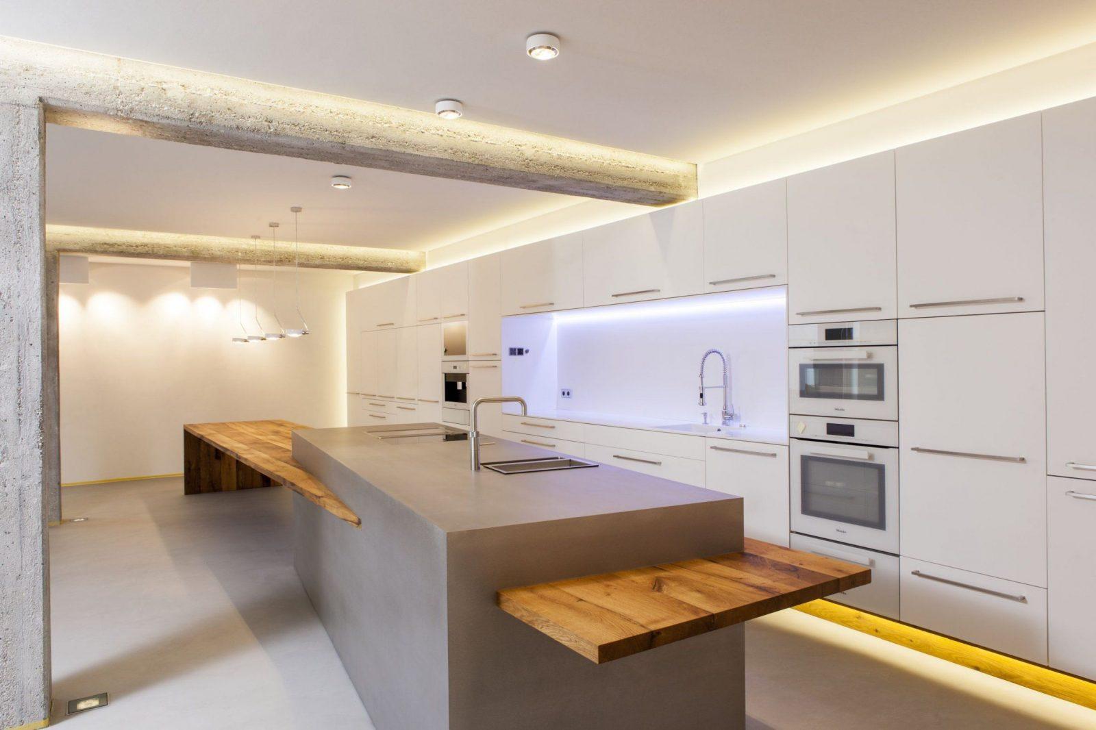 Zwinz Loft Küche Kochinsel Lack Edelstahl Altholz Tisch 3 von Küche Mit Kochinsel Und Tisch Photo