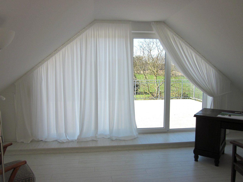 vorhang f r schr ge fenster haus design ideen. Black Bedroom Furniture Sets. Home Design Ideas