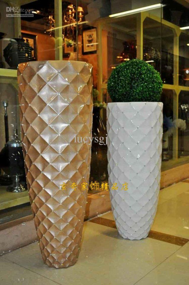 92 Mesh Diamond Modern Fashion White Black Flower Large Floor Vase von Large White Floor Vase Photo