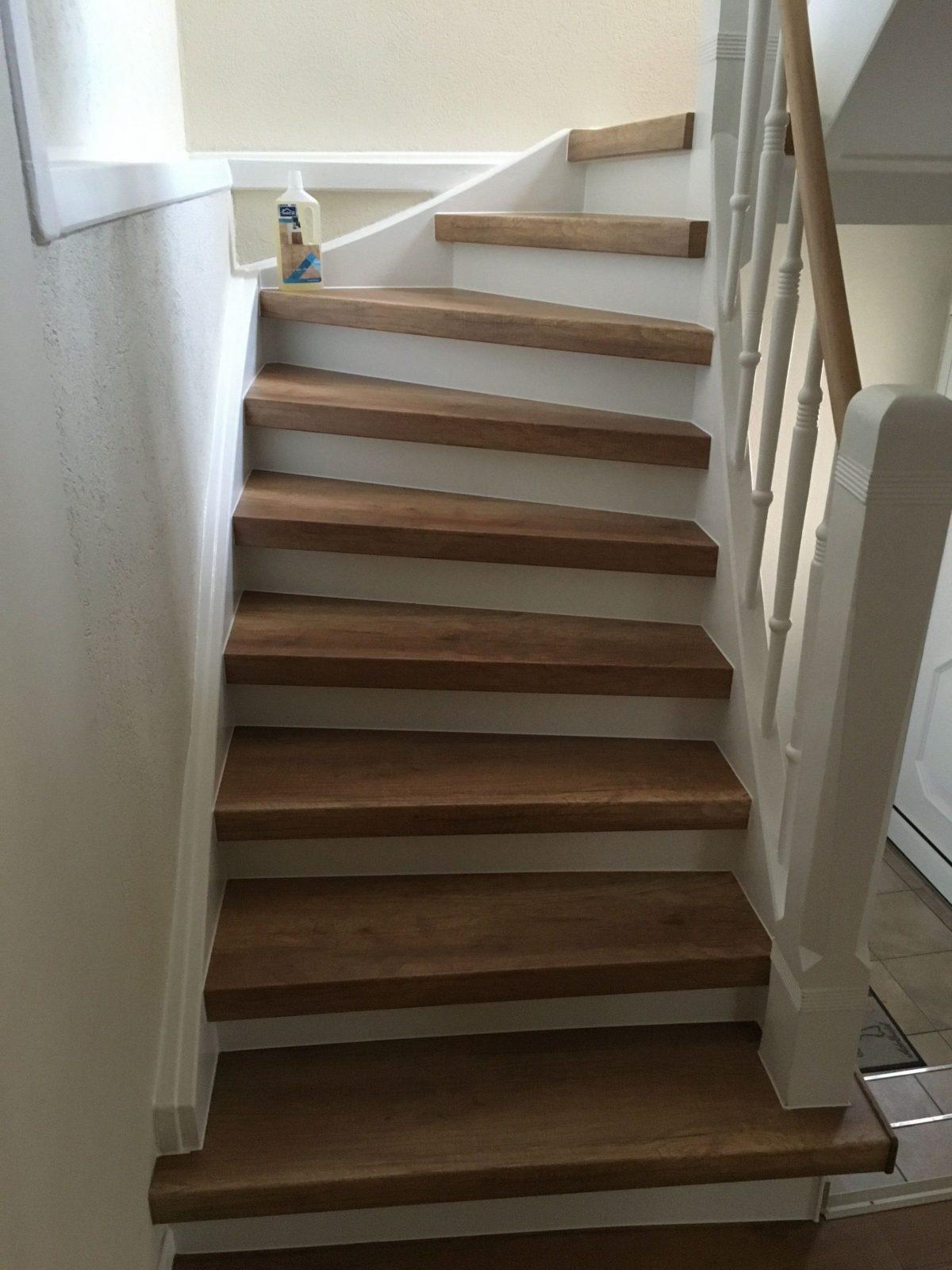 treppenrenovierung mit laminatstufen stufendekor eiche vintage von alte holztreppe neu gestalten. Black Bedroom Furniture Sets. Home Design Ideas
