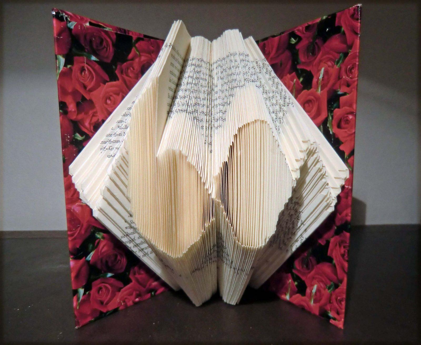 Aus Alt Mach Neu – Die Kunst Des Bücher Falten  Raempel von Recycling Basteln Mit Alten Büchern Photo